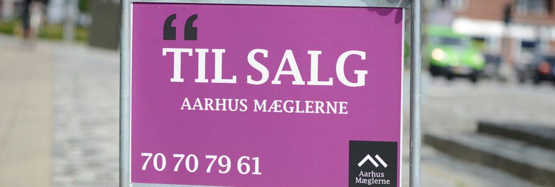 Til salg skilt - Aarhus Mæglerne